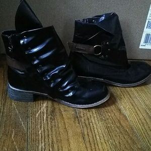 Patent Leather Black w Brown Strap Boots 7.5